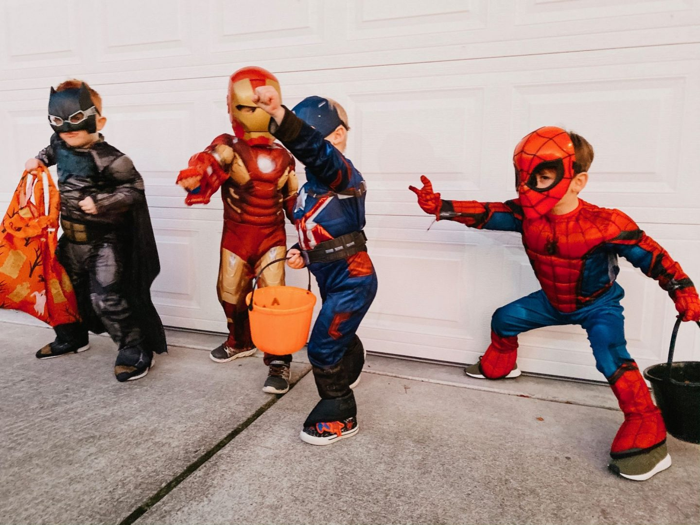 superhero-kids-pose