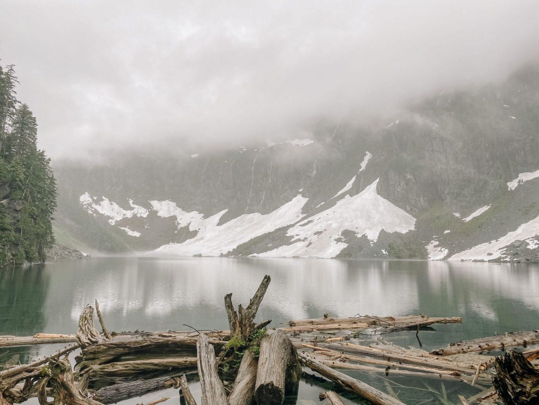 best lake hikes wa