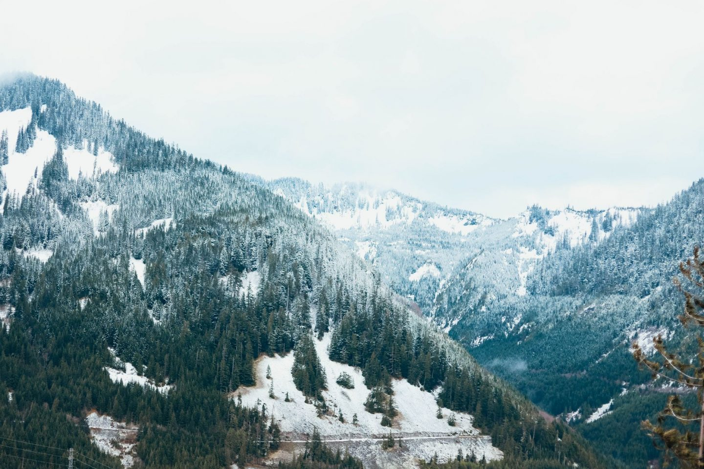 snowy mountain hikes pnw