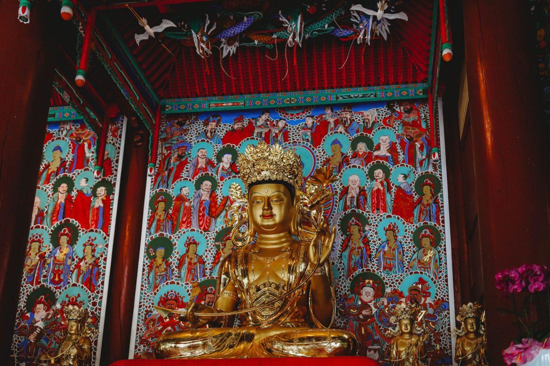 gold buddhas gakwonsa